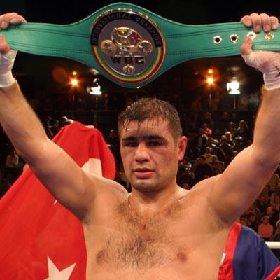 Ağır sıklet boksörü Sinan Şamil Sam, Dünya Şampiyonu oldu. tarihte bugün