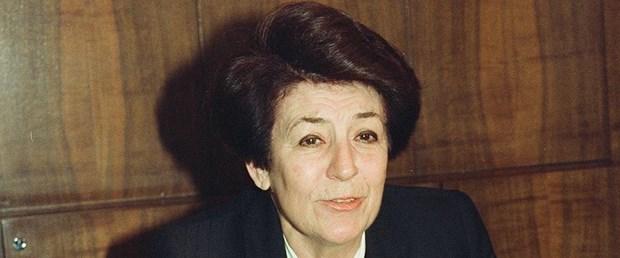 Türkiye'nin ilk kadın bakanı Prof. Dr. Türkan Akyol, tedavi gördüğü hastanede 89 yaşında hayatını kaybetti. tarihte bugün