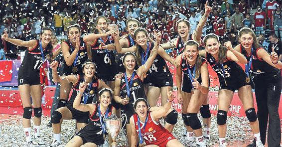Dünya Yıldız Kızlar Voleybol Şampiyonası'nda Yıldız Milli Takım, final maçında Çin'i 3-0 yenerek şampiyon oldu. Türkiye, böylece voleybol tarihinin ilk Dünya şampiyonluğunu elde etti. tarihte bugün