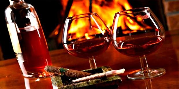 Alkol ile ilgili düzenlemeleri de içeren Bazı Kanun ve Kanun Hükmünde Kararnamelerde Değişiklik Yapılmasına Dair Kanun Teklifi, TBMM Genel Kurulu'nda kabul edildi. Gece saat 22.00'den sonra perakendede alkol satışı yasaklandı. tarihte bugün