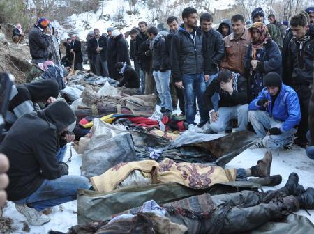 Türkiye-Irak Sınırı'na terör örgütüne yönelik bombardıman düzenlendi. Bombardıman sonucu 35 kişi hayatını kaybetti. Ölenler ise terör örgütü mensubu değil, kaçakçılık yapan sivil köylülerdi. tarihte bugün