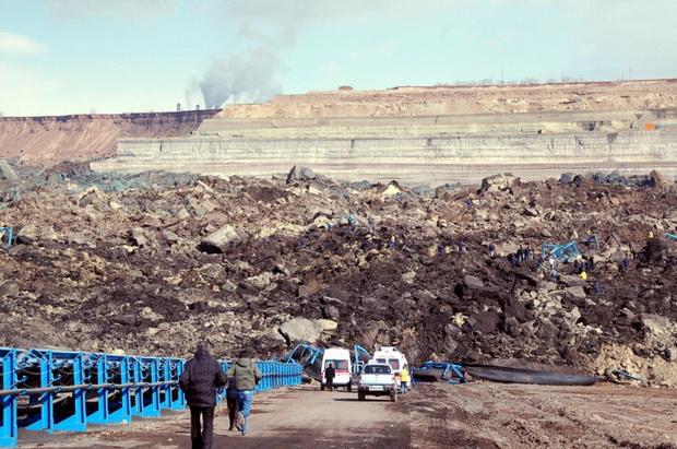 Çöllolar kömür üretim sahasında göçük
