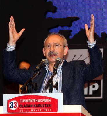 CHP 33. Olağan Kurultayı'nda tek aday olarak seçime giren İstanbul Milletvekili Kemal Kılıçdaroğlu Genel Başkan seçildi. tarihte bugün