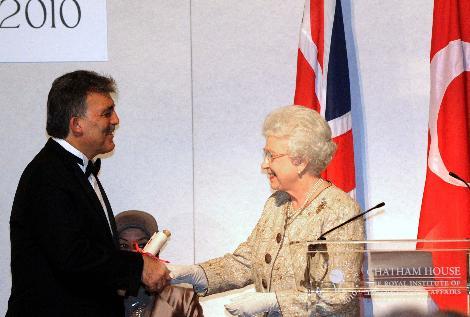Cumhurbaşkanı Abdullah Gül, Kraliyet Uluslararası İlişkiler Enstitüsü Chatham House adlı düşünce kuruluşunca ?2010 Devlet Adamı? ödülüne layık görüldü. tarihte bugün
