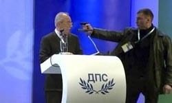 Hak ve Özgürlükler Hareketi'nin (HÖH) lideri Ahmet Doğan'a karşı silahlı saldırı girişiminde bulunuldu. Kürsüde konuşma yaptığı sırada Doğan'a silah doğrultan saldırganın tabancası tutukluk yaptı. tarihte bugün