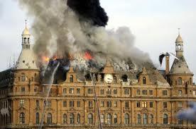 Tarihi Haydarpaşa Garı'nda yangın çıktı. Yangında garın çatısı hasar gördü.  tarihte bugün