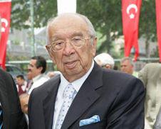 İş adamı Kadir Has, İstanbul'da yaşamını yitirdi. tarihte bugün