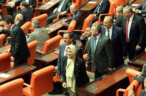 Ak Partili 4 milletvekili bugün ilk kez Meclis Genel Kurulu?na başörtülü girdi. Böylece Mecliste başörtülü dönem de başlamış oldu. tarihte bugün