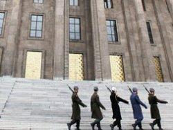 Askerler Meclisten ayrıldı lağvedildi