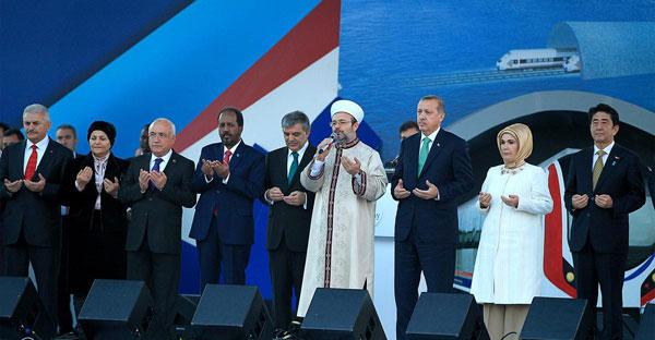 Asya ile Avrupa arasında denizin altından demiryolu ulaşımını sağlayacak Marmaray, törenle açıldı.  tarihte bugün