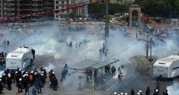 Taksim Yayalaştırma Projesi kapsamında , Taksim Gezi Parkı'nda 5 ağaç yerinden söküldü. Durumu gören Taksim Dayanışma Bileşenleri Platformu üyeleri iş makinesinin önüne geçerek yıkımı durdurdu. Bu tarihten sonra yaşananlar haftalarca sürecek bir eylemin başlangıcıydı. tarihte bugün