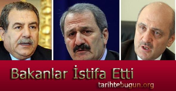 Yolsuzluk ve rüşvet operasyonunun etkileri sürüyor. Bakan, Muammer Güler, Zafer Çağlayan ve Erdoğan Bayraktar istifa ettiğini açıkladı. tarihte bugün