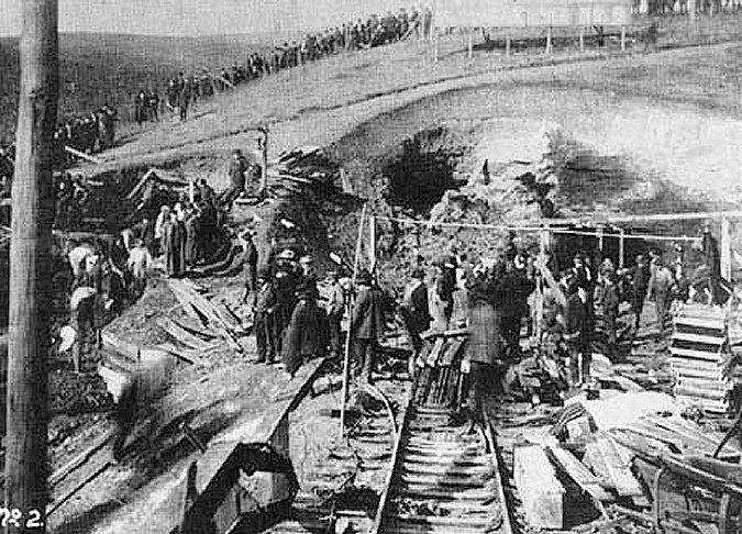 ABD batı Virigina Monongah kömür madenlerinde grizu ve kömür tozu patlaması. 362 madenci hayatını kaybetti. tarihte bugün