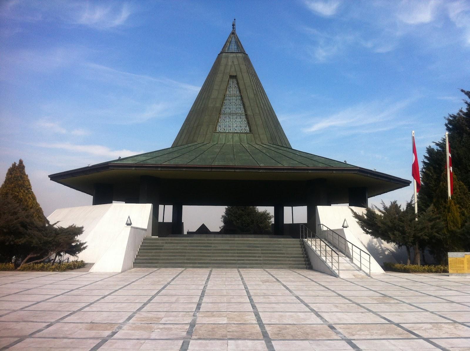 Adnan Menderesin cenazesi istanbula nakledildi