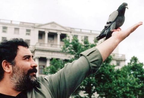 Alternatif müzik sanatçısı Ahmet Kaya. tarihte bugün
