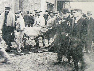 Fransa'nın Courrieres kentinde maden kazası. 1099 kişi hayatını kaybetti.  tarihte bugün