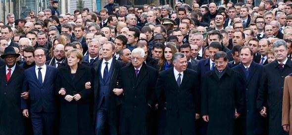 Fransa'da 17 kişinin ölümüne neden olan saldırıları protesto etmek için Paris'te Cumhuriyet Meydanında yürüyüş düzenlendi. Yürüyüşe birçok ülkeden devlet ve hükümet başkanının katıldı tarihte bugün