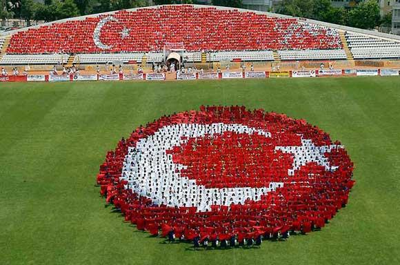 Mustafa Kemal Milli Mücadeleyi başlatmak için, Bandırma vapuruyla İstanbul'dan ayrılarak  Samsun'a çıktı. 19 Mayıs, 20 Haziran 1938 tarih ve 3466 sayılı kanunla millî bayram olarak kabul edildi. tarihte bugün