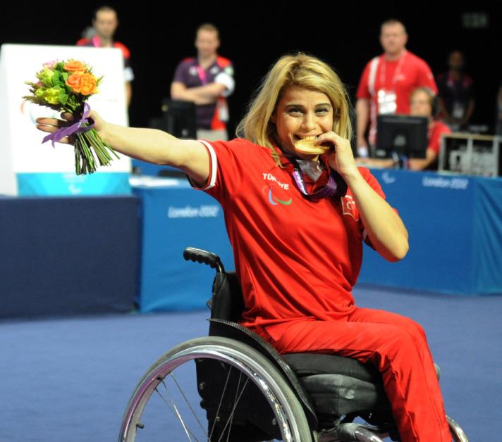 Milli sporcumuz Nazmiye Muslu Dubai'deki Bedensel Engelliler Dünya Halter Şampiyonası'nda Dünya Rekoru kırdı. tarihte bugün