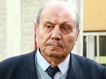 Yazar Hüseyin Üzmez hayatını kaybetti. tarihte bugün