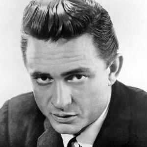 Johnny Cash, ABD'li müzisyen tarihte bugün