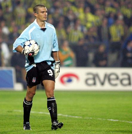 Beşiktaş kalecisiz bitirdiği maçta, Fenerbahçe'yi deplasmanda 4-3 yendi.  tarihte bugün