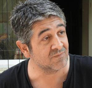 Sanatçı Murat Göğebakan lösemiye bağlı ani kalp durması sonucu  hayatını kaybetti tarihte bugün