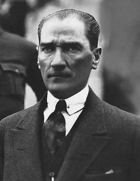 Mustafa Kemal Atatürk hayatını kaybetti