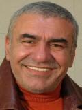 Ünlü oyuncu Nihat Nikerel evinde ölü bulundu.Uykusunda kalp krizi geçirdiği öğrenildi. tarihte bugün