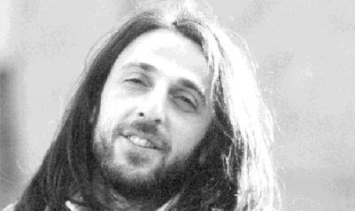 Karadenizli sanatçı, Kazım Koyuncu 33 yaşında akciğer kanserinden vefat etti. tarihte bugün