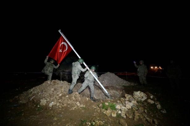 Türkiye sınırları dışındaki tek Türk toprağı olan Suriye içindeki Süleyman Şah Saygı Karakolu ve Türbesi'ne operasyon gerçekleştirildi. Süleyman Şah Türbesi güvenli bir yere nakledildi. tarihte bugün