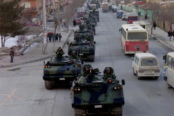 2 Şubat'ta Sincan belediyesinin düzenlediği geceye tepki olarak tanklar Ankara Sincan'dan geçti. Genelkurmay 2 Başkanı Org Çevik Bir bunun