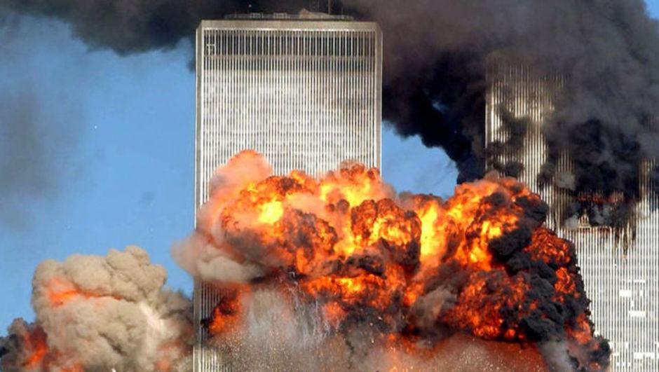 New York'un 'İkiz Kule'lerine yolcu uçaklarıyla 2001'de terörist saldırı düzenlendi.   ABD, tarihinin en büyük ve kanlı terör eylemini 11 eylül saldırılarıyla yaşadı. Bu saldırılar ABD'nin Ortadoğu başta olmak üzere dünya politikasını değiştirmesine neden oldu. tarihte bugün