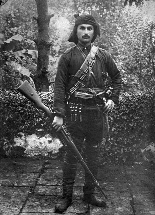 Gazi Mustafa Kemal Paşa'nın Giresunlulardan oluşan muhafız kıtasının komutanı Topal Osman (Doğum Yılı,1883)  tarihte bugün