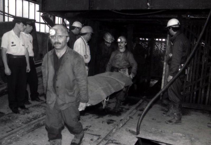 Zonguldak Kozlu'da grizu faciası;127 kişi öldü,136 kişiden umut kesildi. Toplam 263 Kişi hayatını kaybetti. tarihte bugün