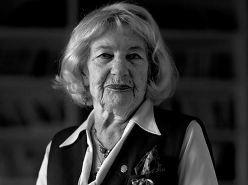 Türk tiyatrosunun usta oyuncularından Macide Tanır hayatını kaybetti.  tarihte bugün