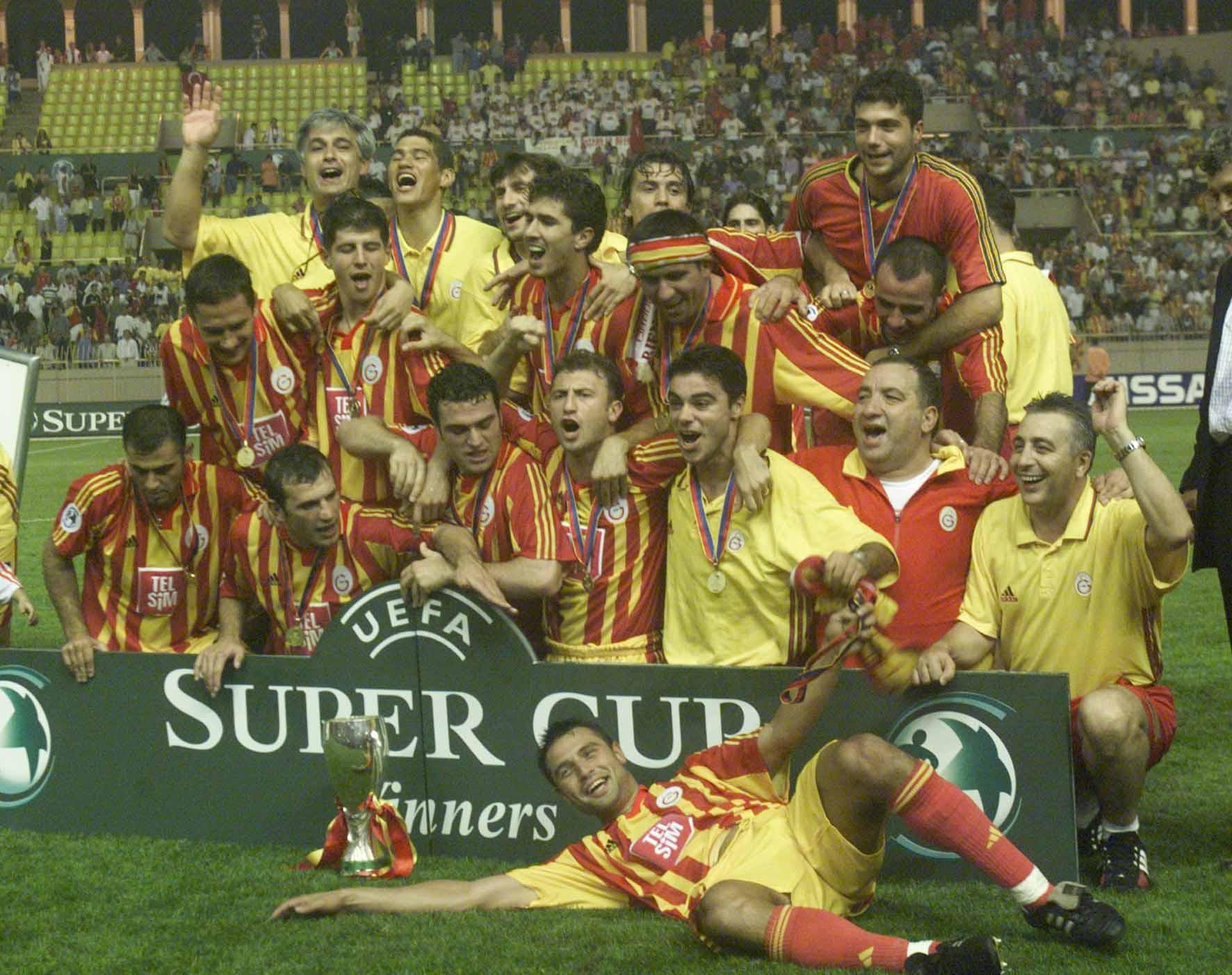26. Avrupa Süper Kupası'nı, Avrupa Şampiyonlar Ligi Şampiyonu İspanyol Real Madrid CF'yi Monaco'da uzatma dakikalarında 2-1 yenen UEFA Kupası Şampiyonu Galatasaray ikazandı.Bu Kupa Türk futbol tarihinde bir ilk. tarihte bugün