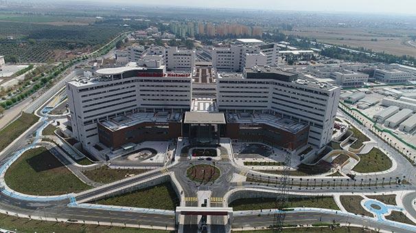 Günde 16 bini aşkın kişiye sağlık hizmeti sunacak Adana Şehir Hastanesi, hasta kabulüne başladı. Hastane 1512 sismik  izolatörü ile uluslararası inşaat ve müteahhitlik dergisi ENR tarafından dünyanın  en büyük sismik izolatörlü hastanesi ilan edildi. tarihte bugün