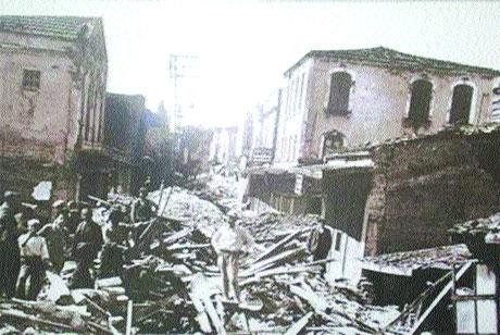Adapazarı Hendek depremi. 17.32'de meydana geldi. 336 ölü. 6.6 Ms büyüklüğünde. tarihte bugün