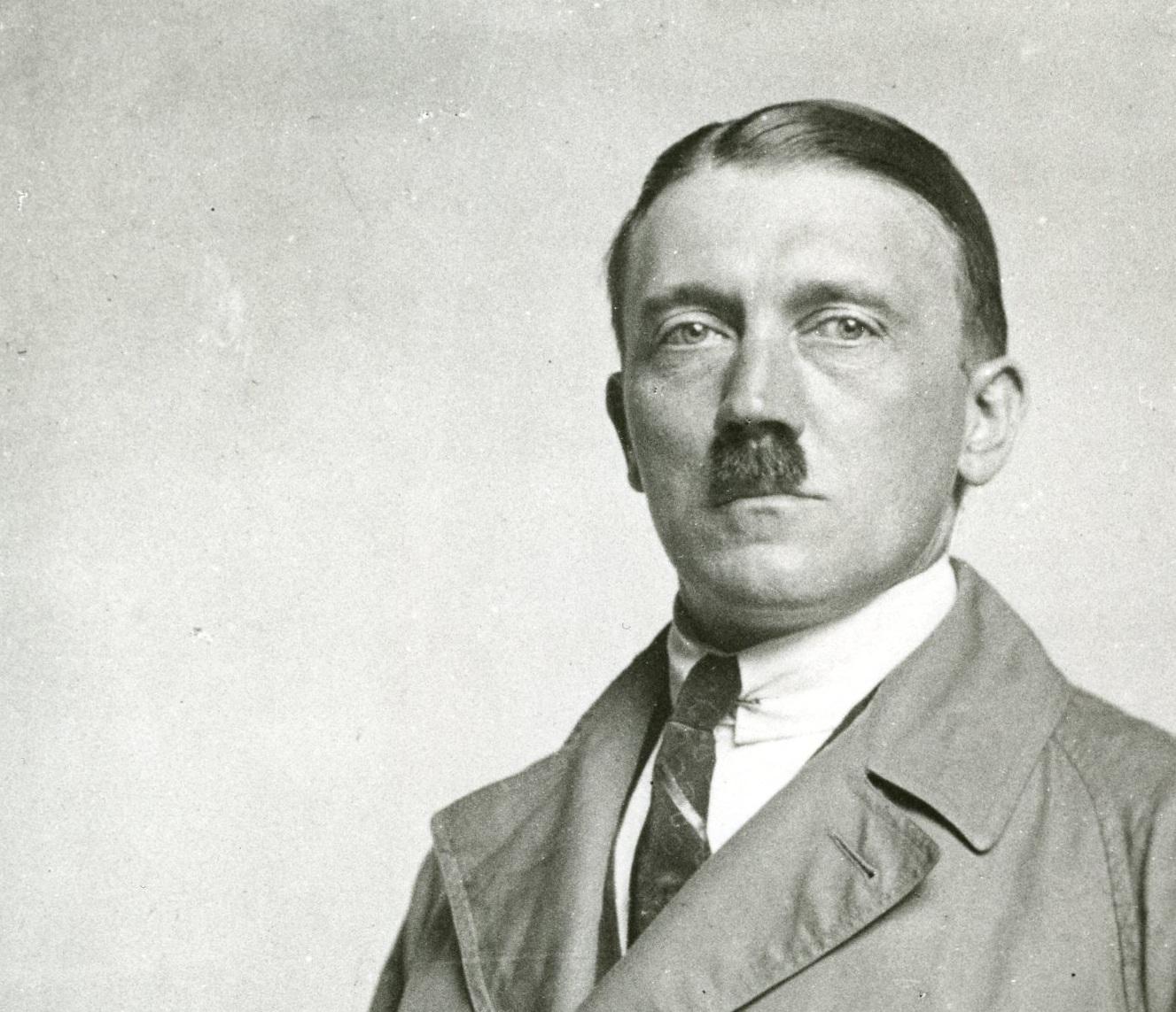 Adolf Hitler, Nazi Almanyası diktatör lideri (DY-1889) tarihte bugün