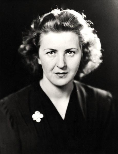 Eva Braun, Adolf Hitlerin eşi (ÖY-1945)