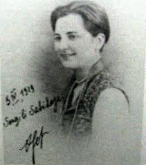Afet inan,  tarihçi ve sosyoloji profesörü, Mustafa Kemal Atatürk manevi kızı (ÖY-1985) tarihte bugün