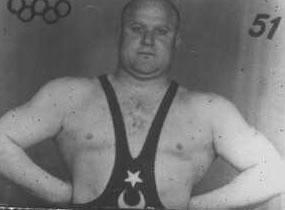 Ahmet Kireççi, güreşçi. 1948 Londra Olimpiyat Oyunlarınde şampiyon olmuştu.  (DY-1914) tarihte bugün