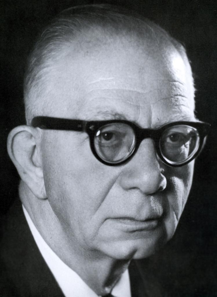 Şair, yazar ve eğitimci Ahmet Kutsi Tecer. tarihte bugün