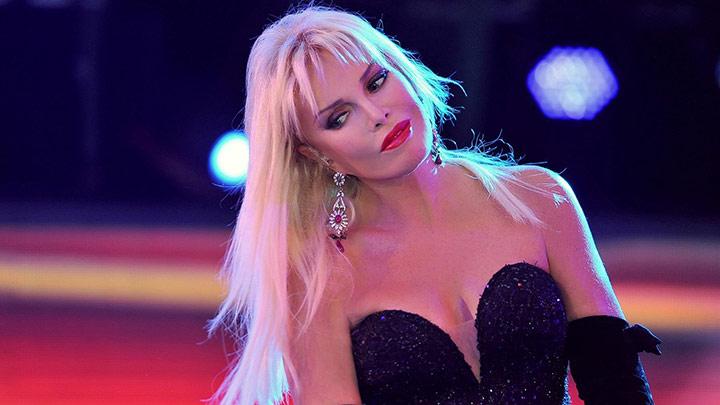 Ajda Pekkan, şarkıcı, sinema oyuncusu. Süperstar  olarak anılmaktadır. tarihte bugün