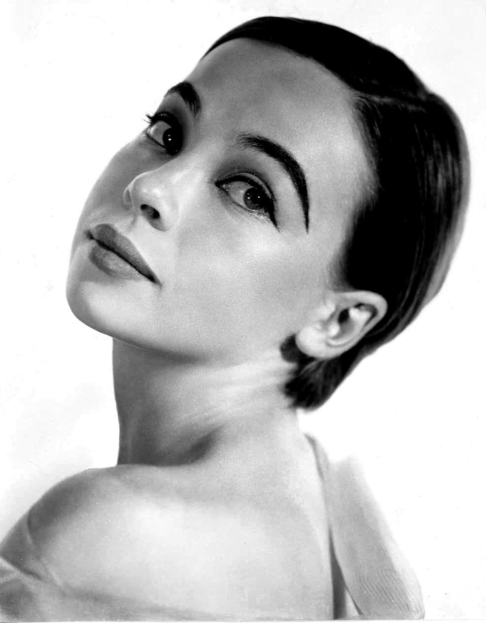 Leslie Caron, Fransız aktris tarihte bugün