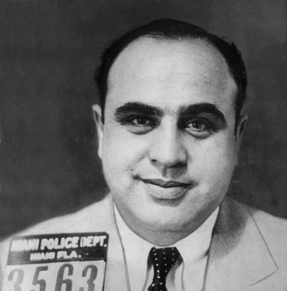 Al Capone, Amerikalı gangster (DY-1899) tarihte bugün
