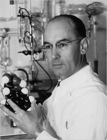 Albert Hofmann, isviçreli bilim adamı, LSD bulan kişi (ÖY-2008) tarihte bugün