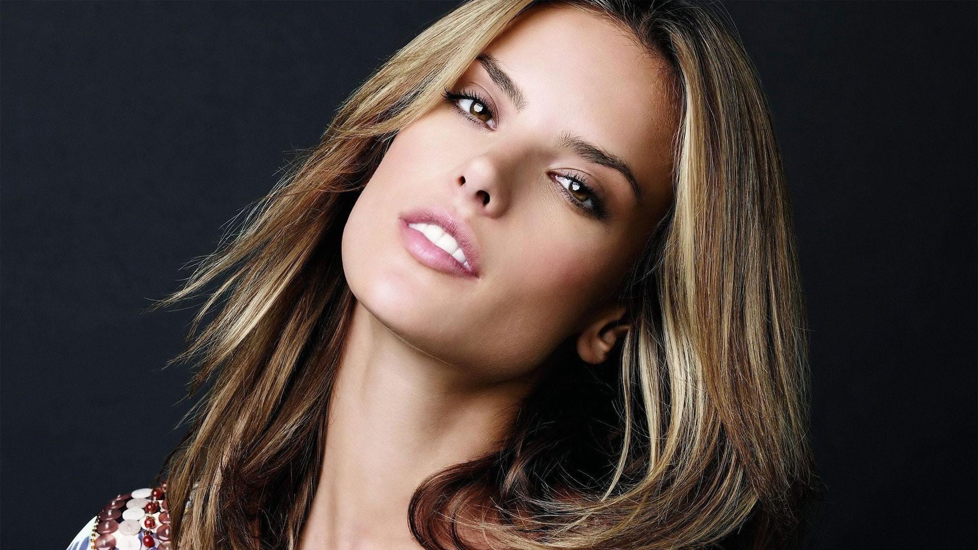 Alessandra Ambrosio, Brezilyalı manken tarihte bugün