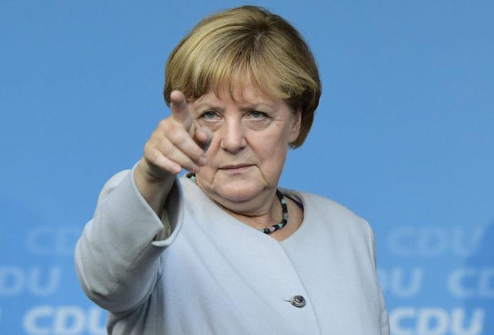 Almanyada sandık çıkış anketi sonuçlarına göre yüzde 33.5 oy alan Merkel, dördüncü kez genel seçimleri kazandı. Ayrıca II. Dünya Savaşı'ndan bu yana ilk kez bir Nazi partisi de parlamentoya girdi. tarihte bugün